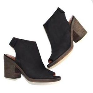 Like New! Lucky Brand Odenah suede peep toe bootie